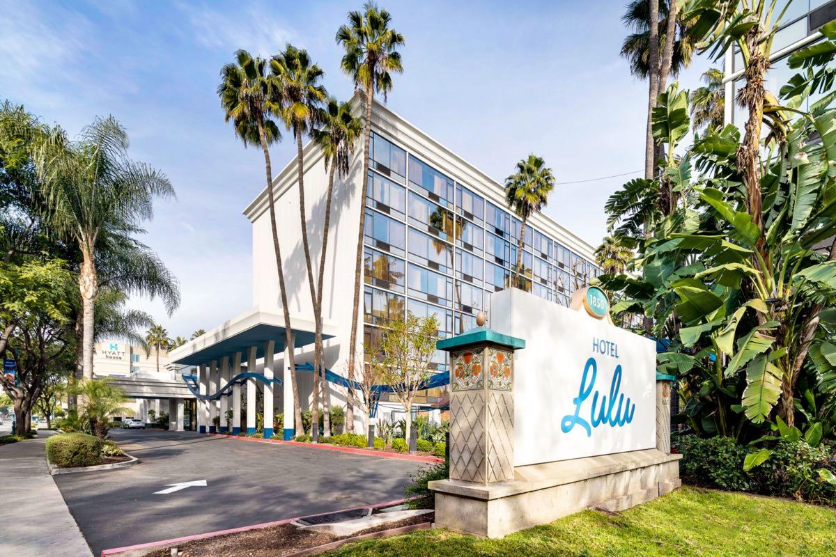 Outdoor view of the Hotel Lulu Anaheim Resort in Anaheim, CA